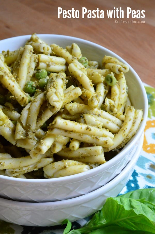 Simple 5-ingredient side dish -->>> Pesto Pasta with Peas