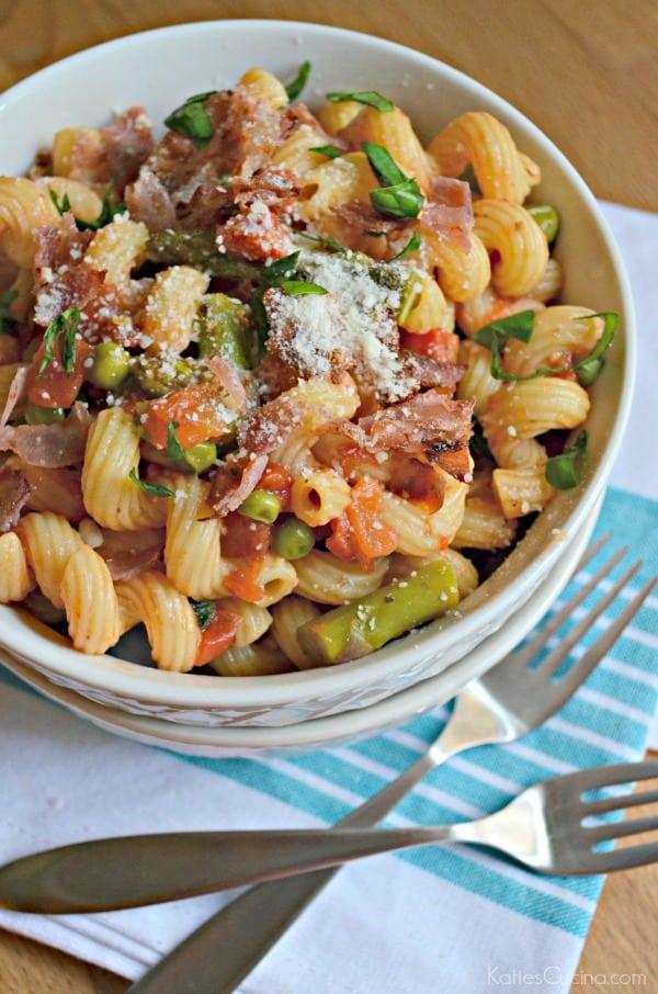 One Pot Tomato Asparagus and Prosciutto Pasta