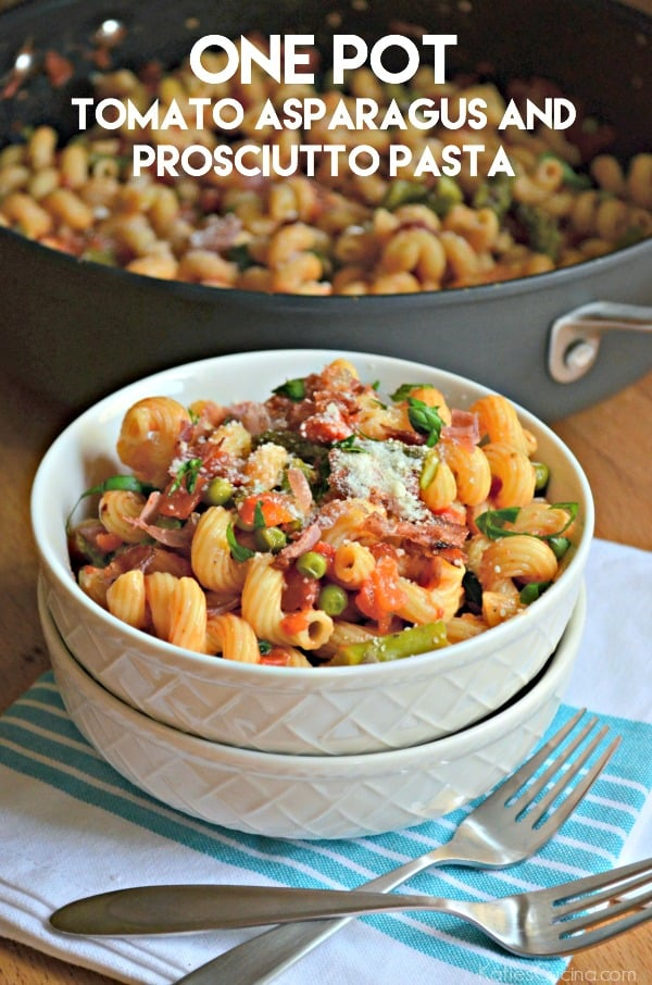 One Pot Tomato Asparagus and Prosciutto Pasta