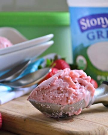 Ultimate Strawberry Frozen Yogurt