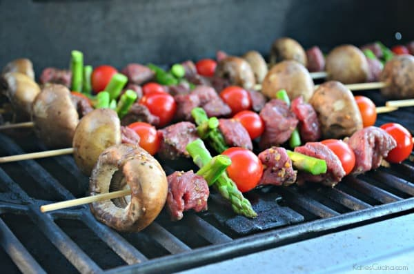 Beef, Asparagus, Cherry Tomato, and Mushroom Kabobs #LaurasLeanBeef #SmarterBeef #Sponsored