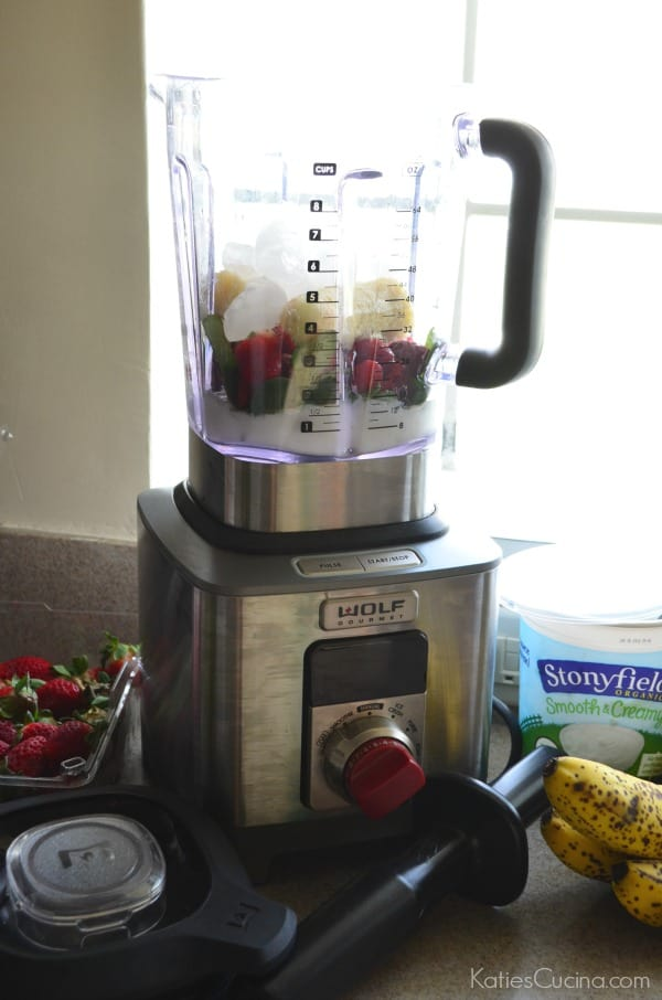 Wolf Gourmet High Performance Blender with Strawberry Banana Spinach Smoothie