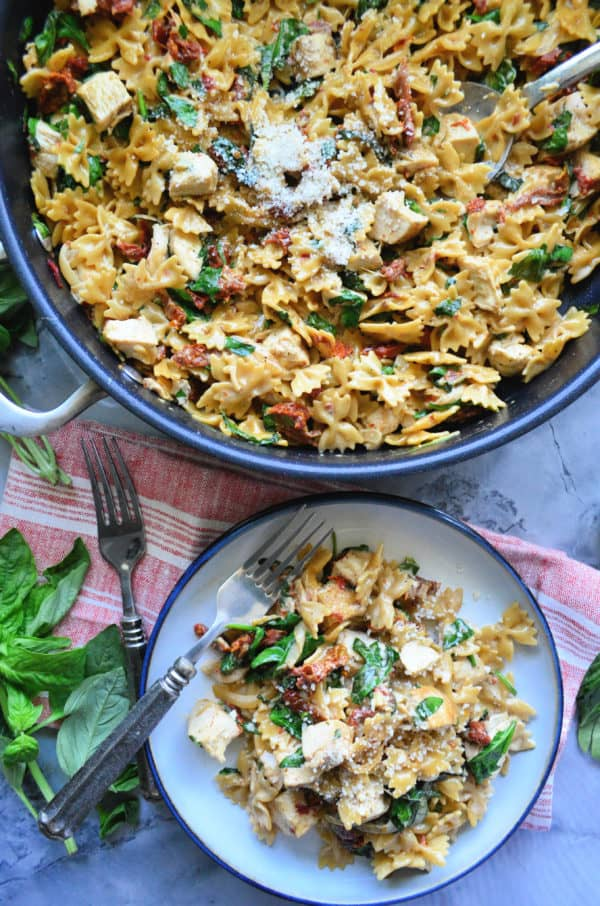 One Pot Creamy Smoked Sun Dried Tomato Pasta with Chicken Dinner Recipe