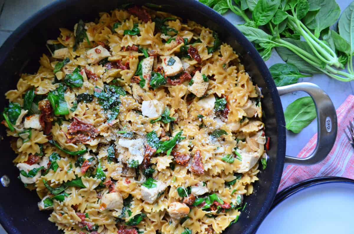 One Pot Creamy Smoked Sun Dried Tomato Pasta with Chicken
