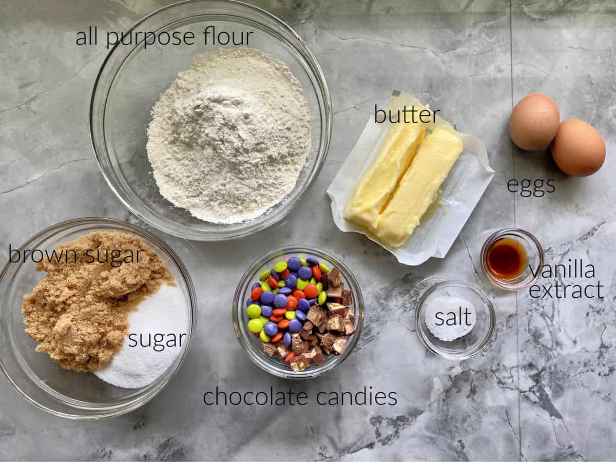 Ingredients: Flour, sugar, eggs, butter, candies, salt, and vanilla.
