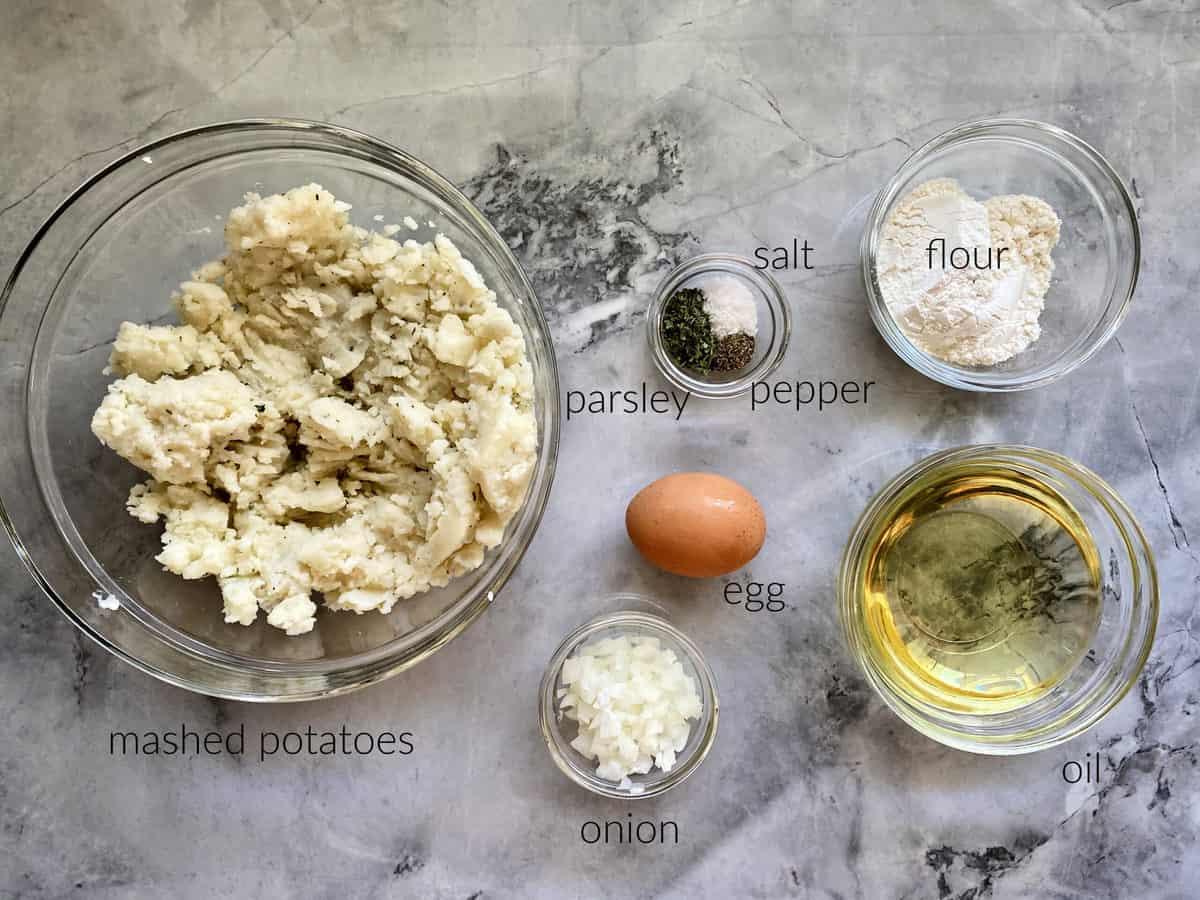 Ingredients: mashed potatoes, egg, parsley, salt, pepper, flour, oil, chopped onion.