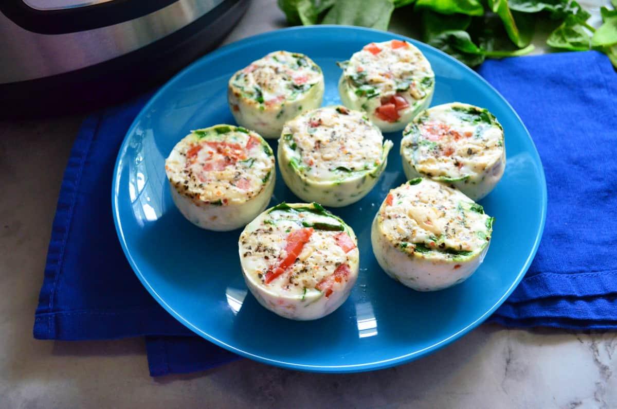 7 egg white bites on a blue plate.
