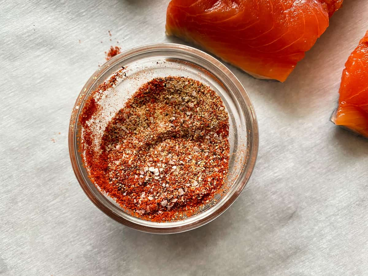 Top view of a seasoning blend in a glass bowl.
