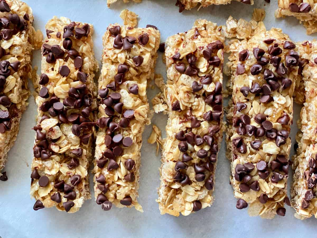 Top view of 6 granola bars with mini chocolate chips on top.